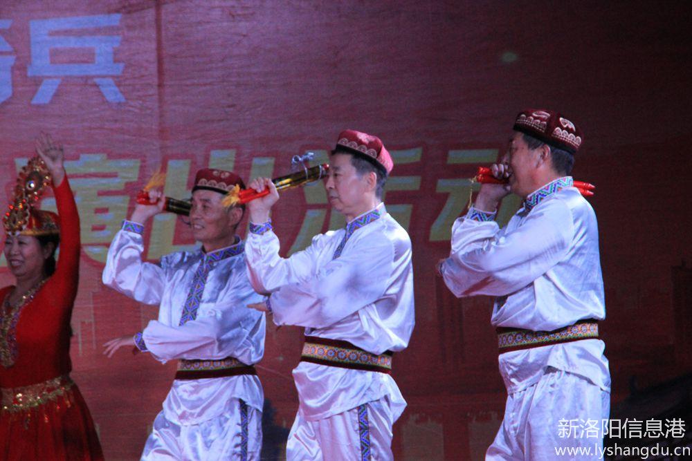 新时代红色文艺轻骑兵广场文化演出随拍:欢乐的赛乃姆5.jpg