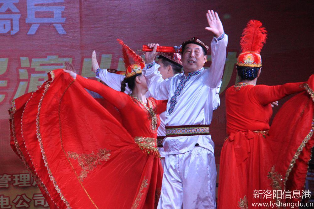 )新时代红色文艺轻骑兵广场文化演出随拍舞蹈:欢乐的赛乃姆:
