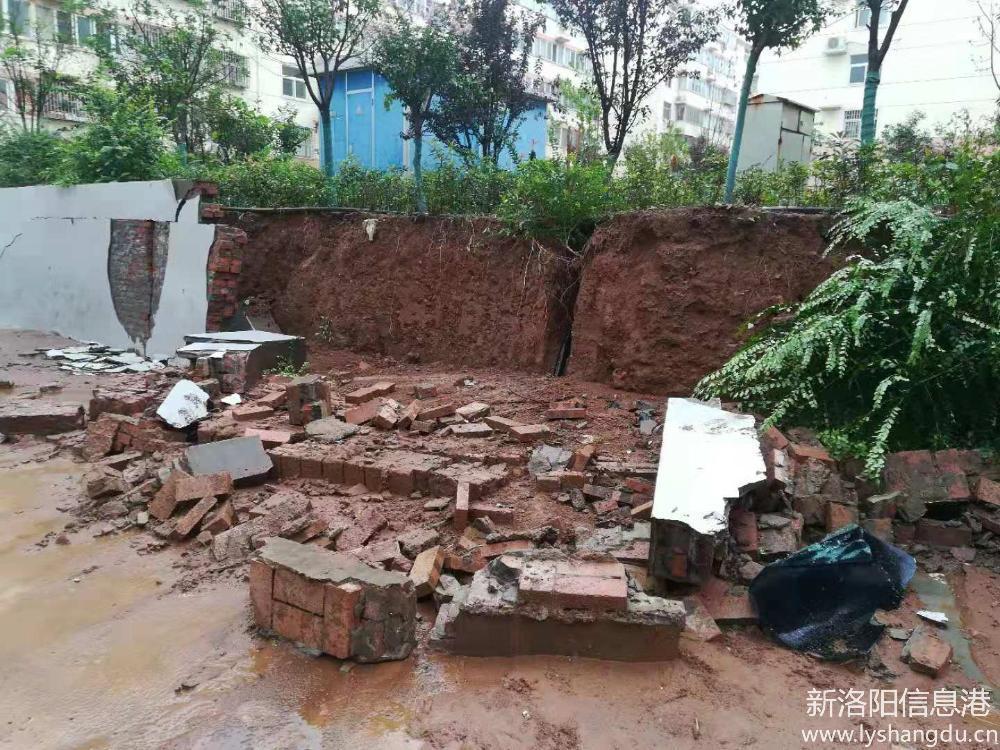 孟津县西苑小区车辆被倒塌的墙体砸坏,求助解决