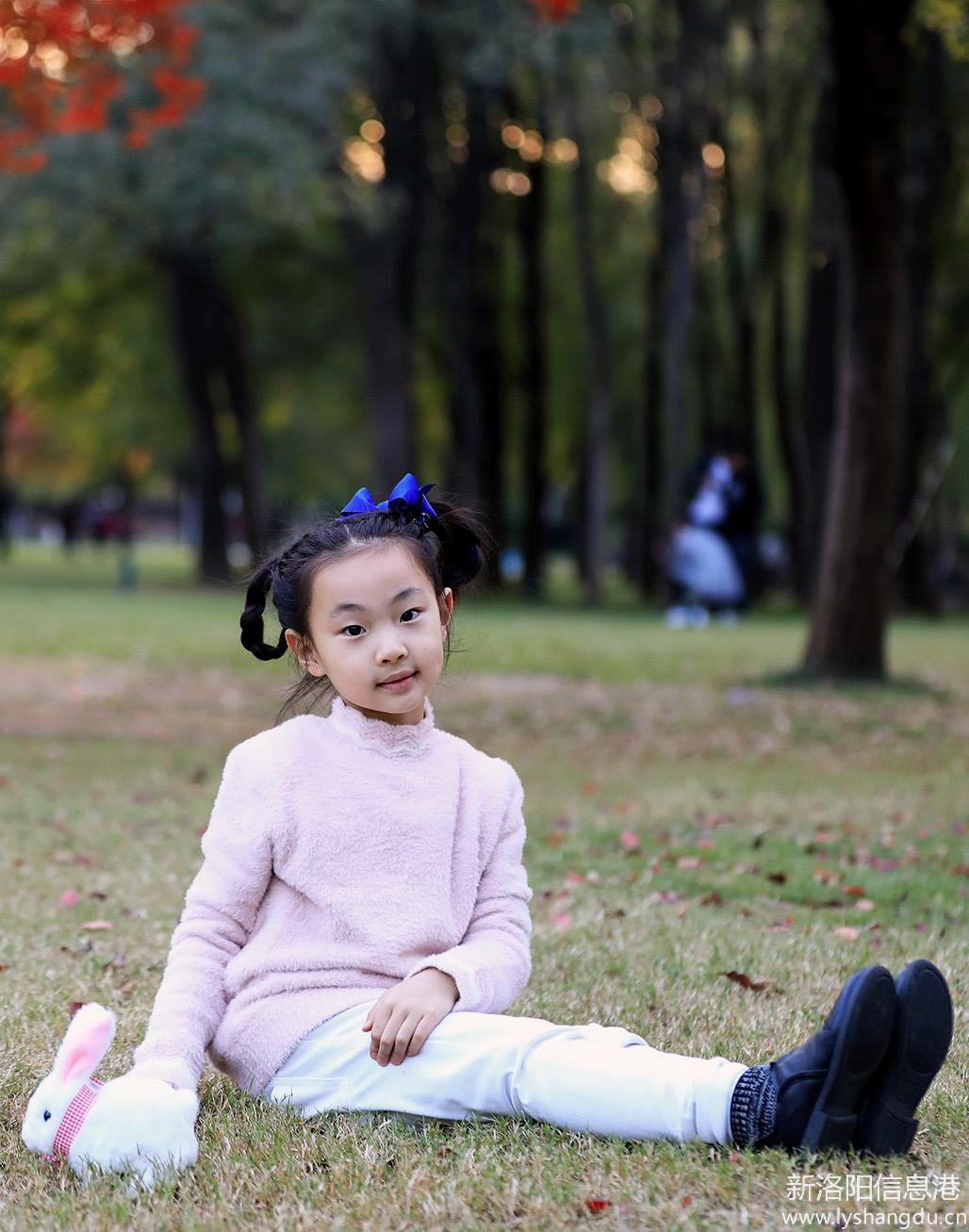 秋天挡不住的诱惑-走近大自然的小姑娘