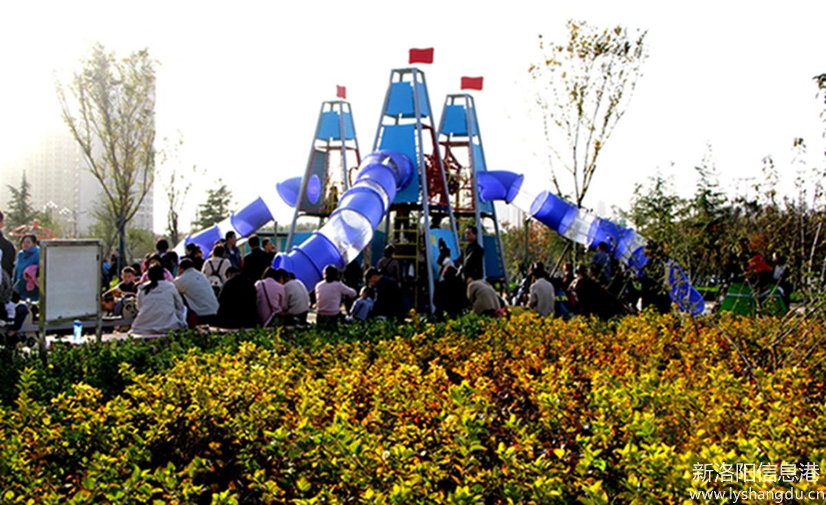 初冬,文博体育公园,快乐的儿童乐园。