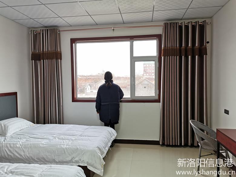 站在房间内可以看到外面的风景
