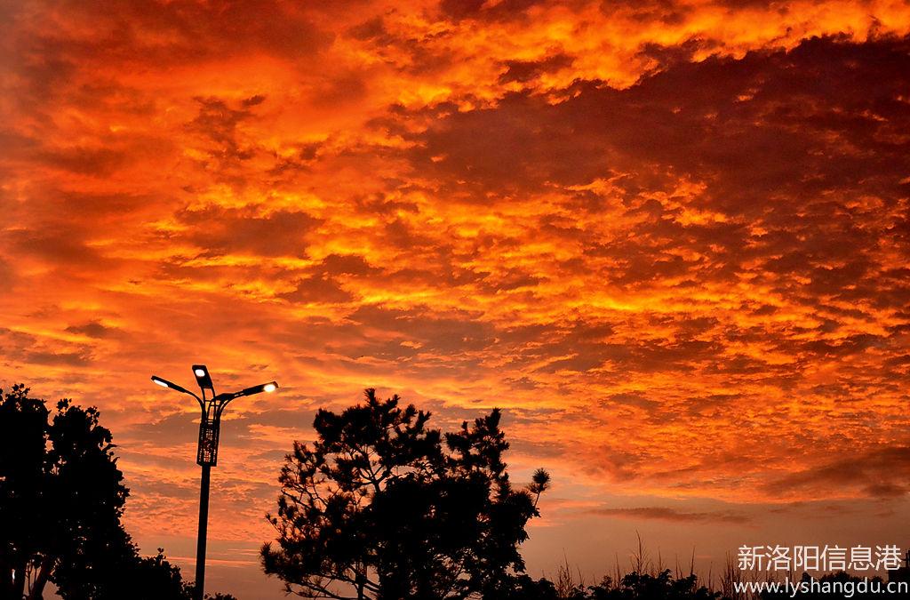 黄昏的晚霞是一副美丽的画卷