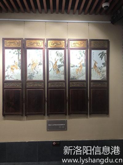 《鸟度屏风里——洛阳民俗博物馆馆藏屏风展》之民国珠山八友毕伯涛瓷板画组屏